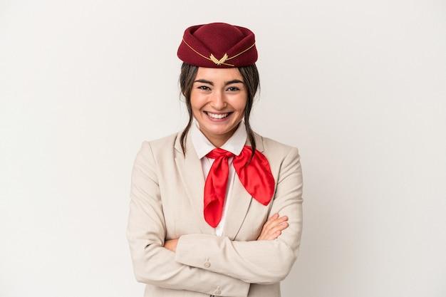 Jonge blanke stewardess vrouw geïsoleerd op een witte achtergrond lachen en plezier maken.