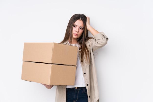 Jonge blanke vrouw verhuizen naar een nieuw huis wordt geschokt, ze heeft belangrijke vergadering onthouden.