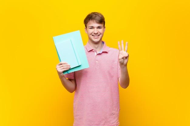 Jonge blonde man met boek