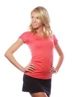 Jonge blonde vrouw, gekleed in sportkleding, geïsoleerd