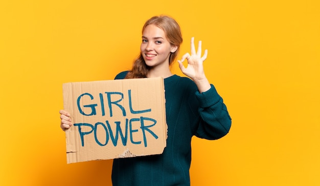 Jonge blonde vrouw. gelijkheid en girl power concept
