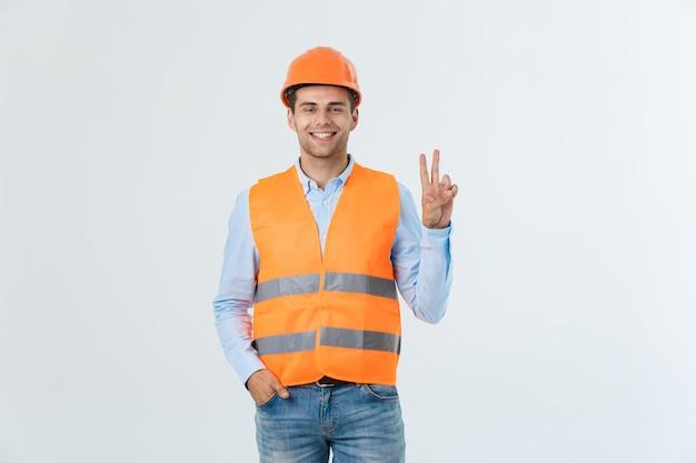 Jonge bouwvakker met expressie