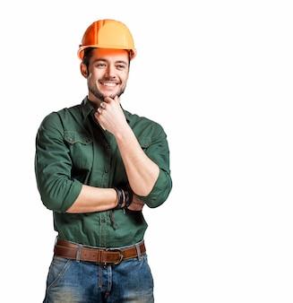 Jonge bouwvakkers in harde hoeden