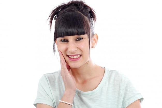Jonge brunette met kiespijn