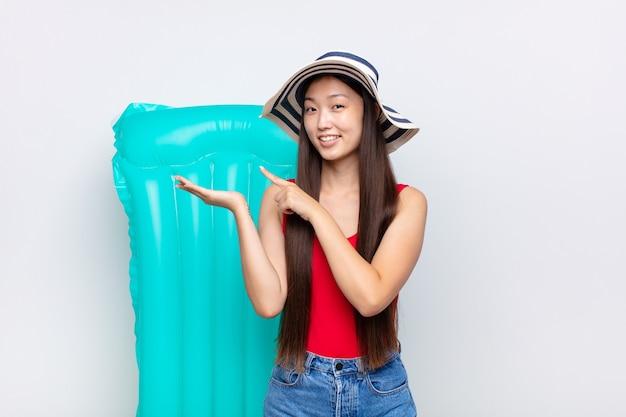 Jonge chinese vrouw op vakantie