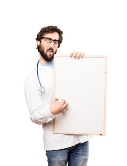 Jonge dokter man met een kaartje