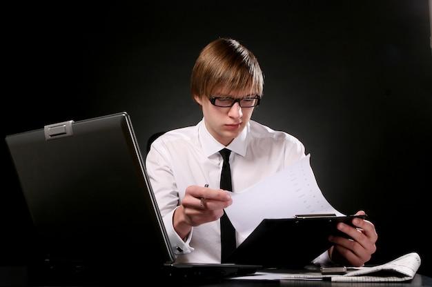 Jonge en aantrekkelijke bedrijfsmens