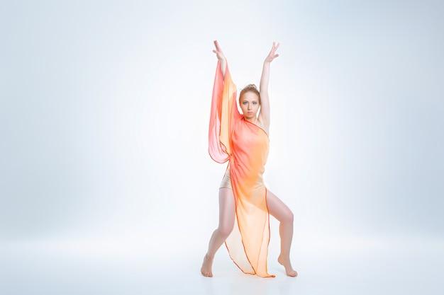 Jonge en mooie balletdanser