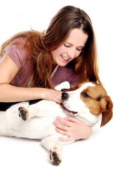 Jonge en mooie vrouwen woth hond