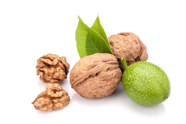 Jonge en oude walnoten