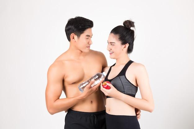 Jonge fitness man en zijn vriendin