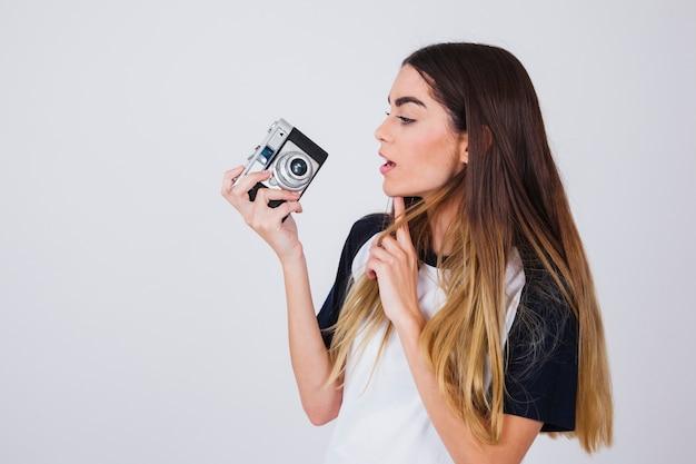 Jonge fotograaf die een idee heeft