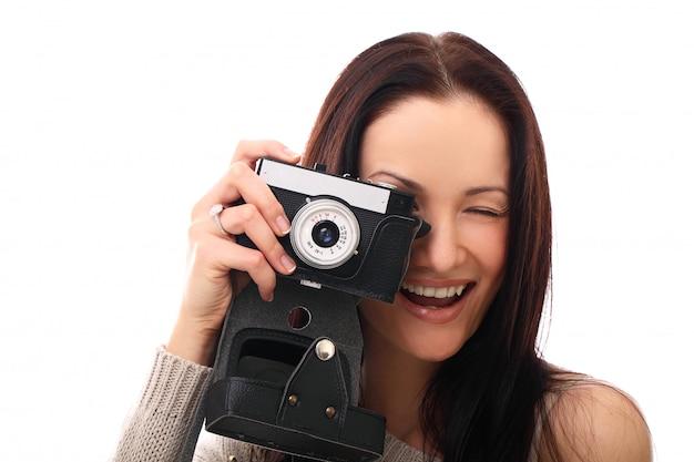 Jonge fotograafvrouw met uitstekende analoge camera