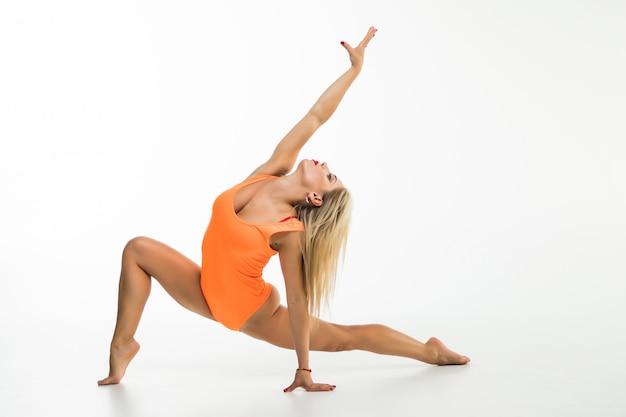 Jonge geïsoleerde gymnast
