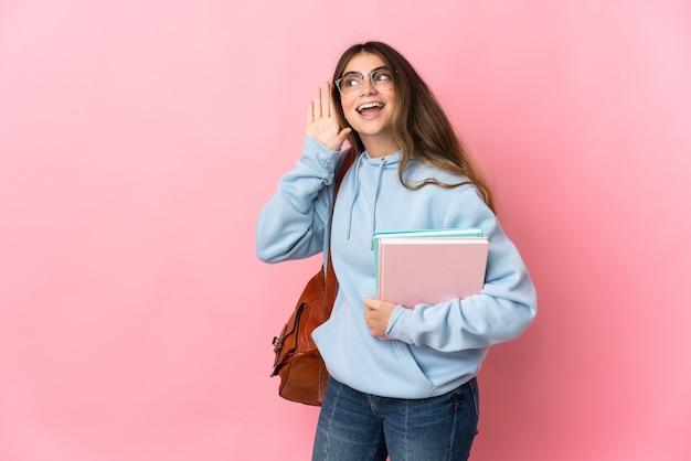 Jonge geïsoleerde studentenvrouw