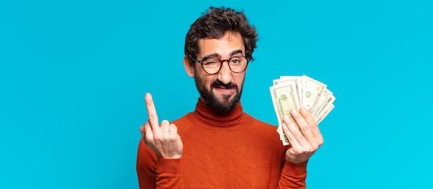 Jonge gekke bebaarde man. dollar biljetten concept