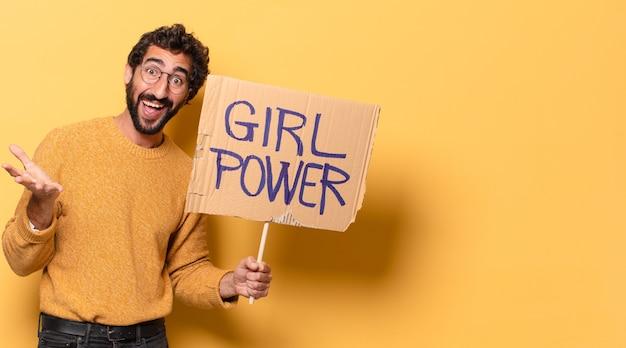 Jonge gekke bebaarde man met een banner van de meisjesmacht