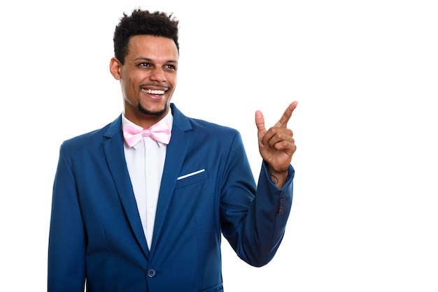 Jonge gelukkig afrikaanse zakenman lachend terwijl denken en wijzende vinger
