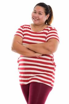 Jonge gelukkig dikke aziatische vrouw glimlachend en permanent