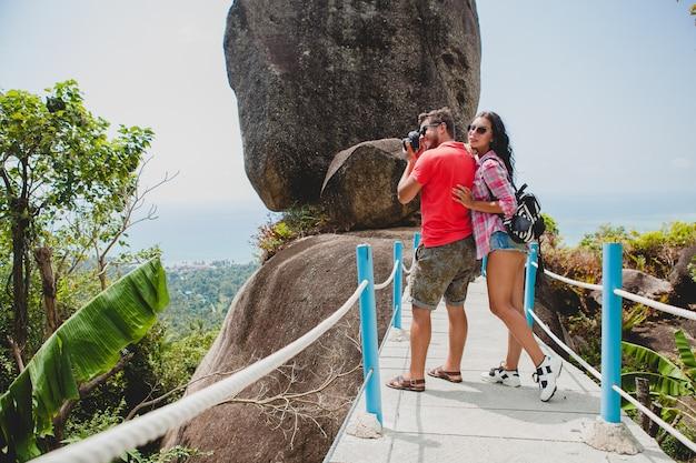 Jonge gelukkige hipster paar verliefd reizen rond de wereld