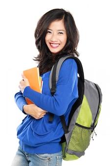 Jonge gelukkige studenten dragende boeken