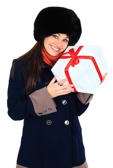 Jonge gelukkige vrouw met een gift
