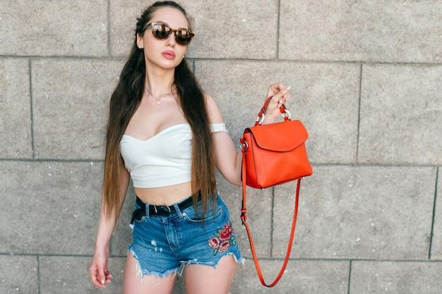 Jonge glamour aantrekkelijke sexy vrouw poseren