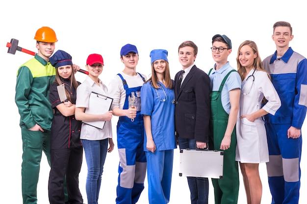 Jonge groep fabrieksarbeiders.