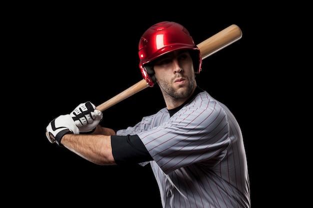 Jonge honkbalspeler met een rode helm