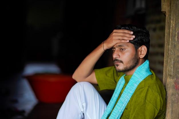 Jonge indiase boer in depressie en stress