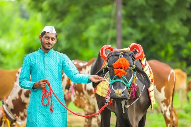 Jonge indiase boer pola festival vieren