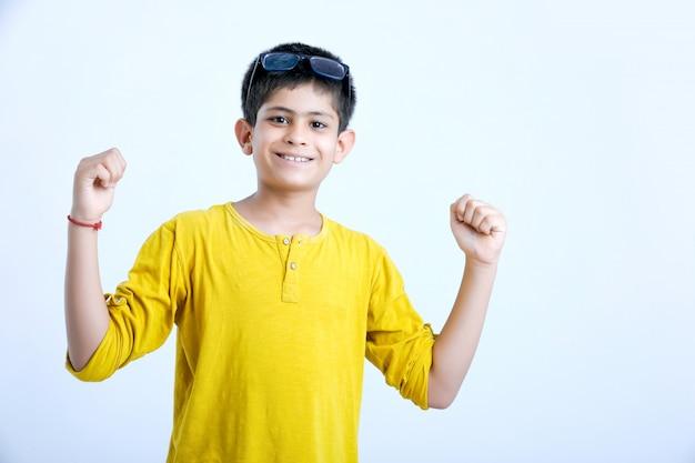 Jonge indiase kind multi-expressies