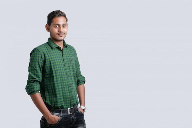 Jonge indiase man multi-expressie