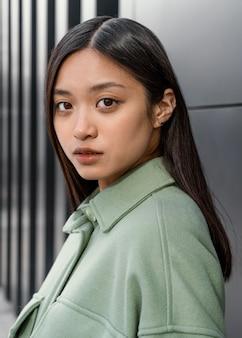 Jonge japanse mooie vrouw