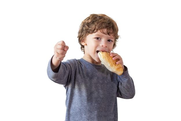 Jonge jongen met brood
