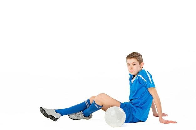Jonge jongen met voetbal