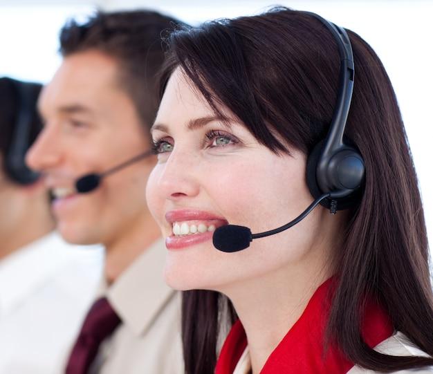 Jonge klantenservice agenten een call center