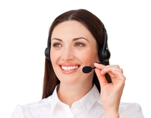 Jonge klantenservice met hoofdtelefoon op