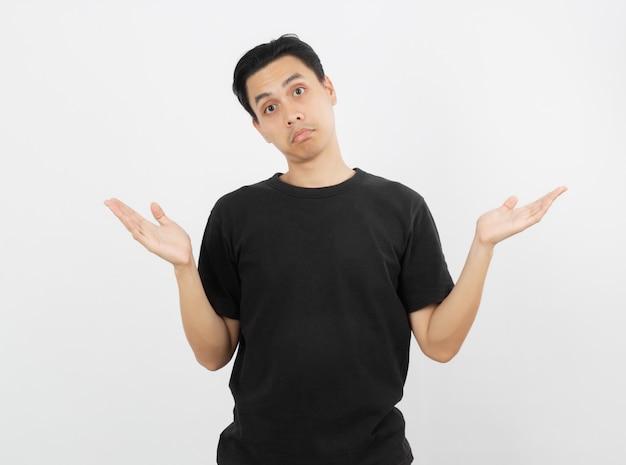 Jonge knappe aziatische man twijfels gebaar maken