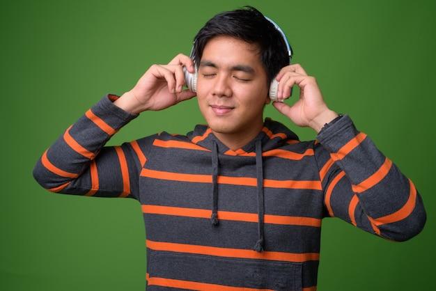 Jonge knappe filippijnse man