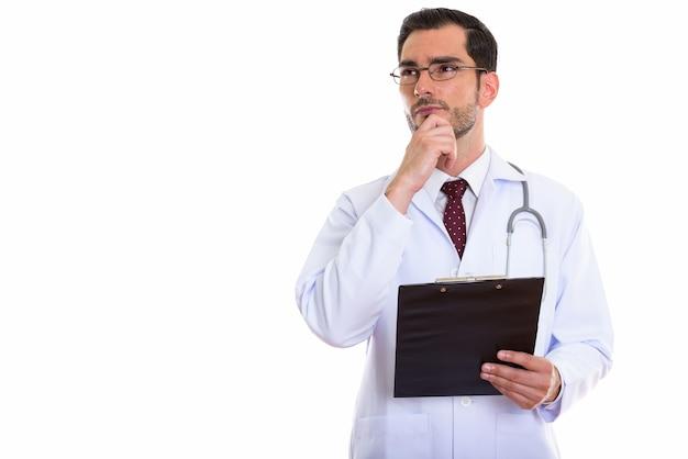 Jonge knappe man arts denken tijdens het kijken