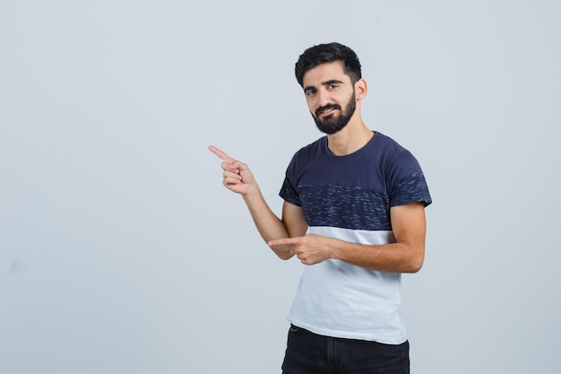 Jonge knappe man in een casual t-shirt