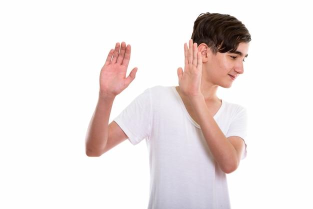 Jonge knappe perzische tiener wegkijken