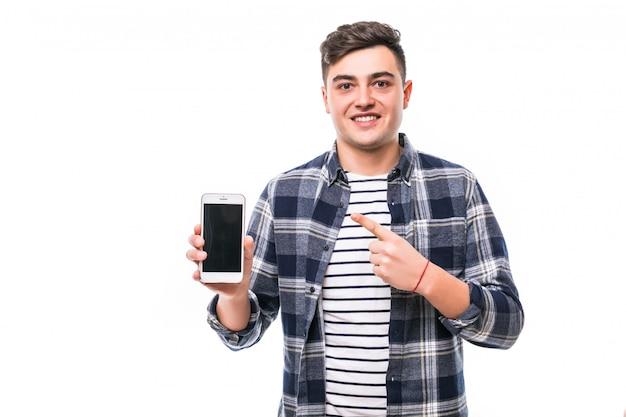 Jonge man met telefoon viert een overwinning van zijn favoriete team
