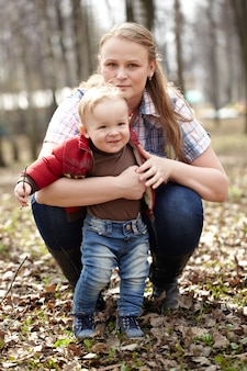 Jonge moeder en zoon