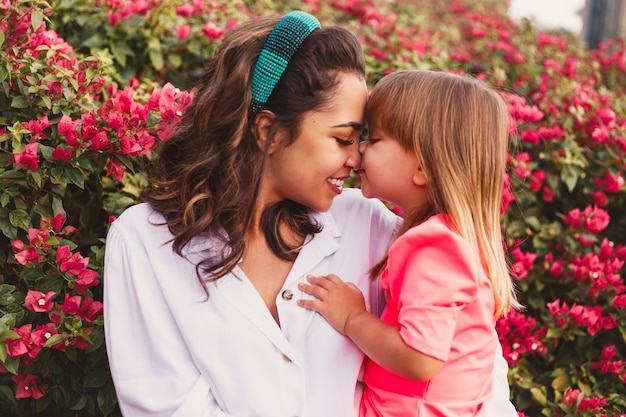 Jonge moeder met haar dochter