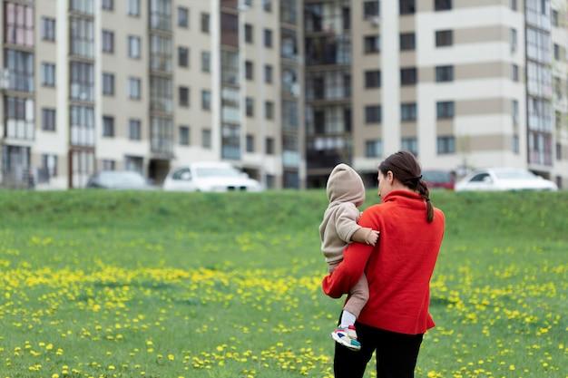 Jonge moeder met haar kind