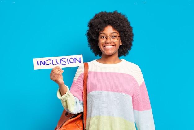 Jonge mooie afro vrouw gelijkheid concept