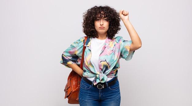 Jonge mooie arabische vrouw