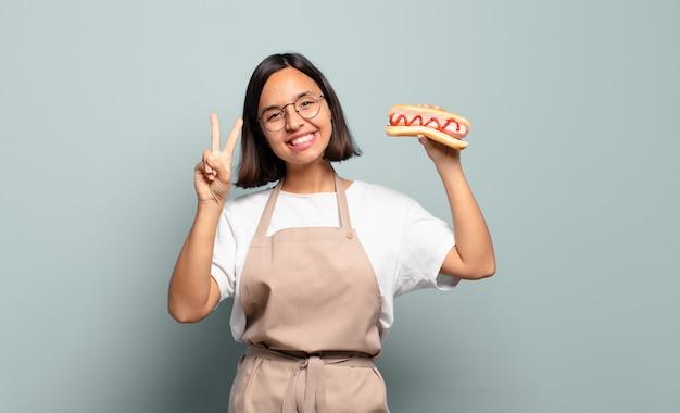 Jonge mooie chef-kokvrouw